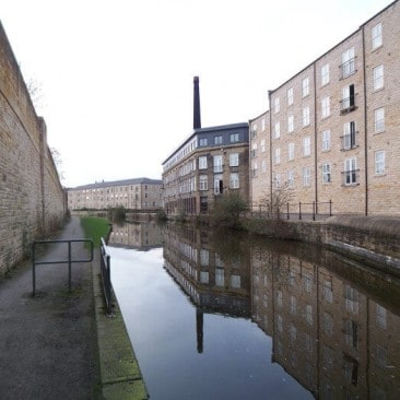 Leeds Liverpool Canal - Britannia Wharf